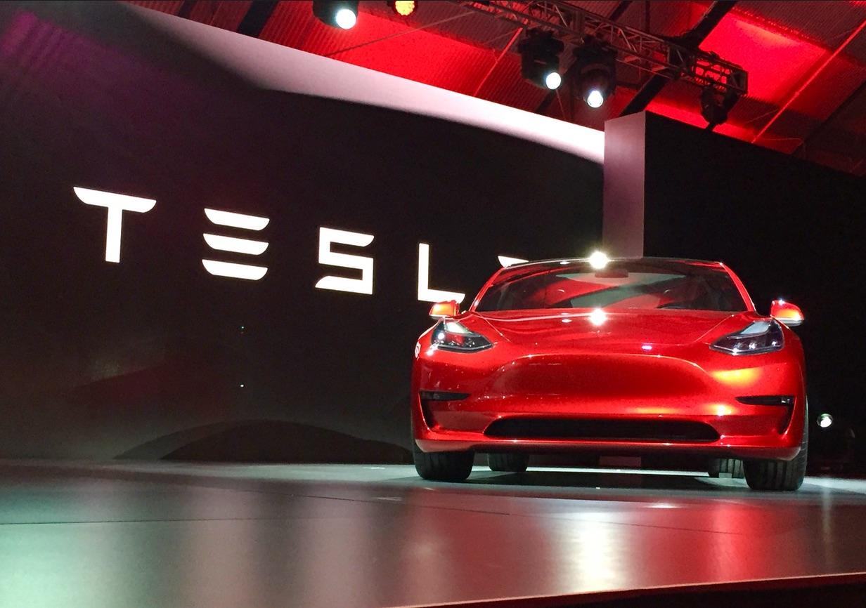 NHTSA продлит сроки расследования ДТП с участием Tesla