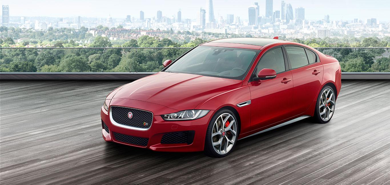 Jaguar выкатила на тест-драв новинку сезона