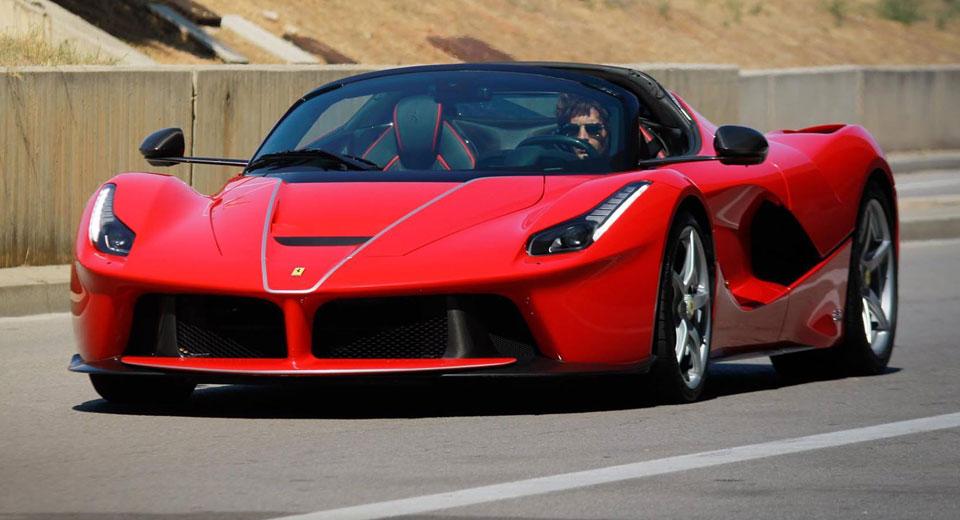 Ferrari LaFerrari была заснята на улицах Барселоны