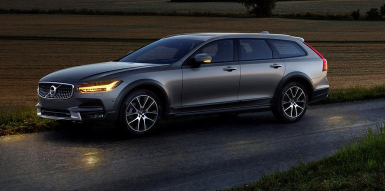 2017 Volvo V90 Cross Country – из Швеции, с любовью