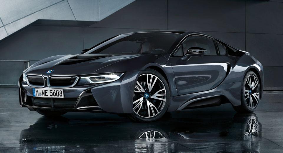 BMW играет в черное, с новой комплектацией Protonic Dark Silver